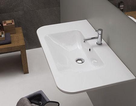 stone wall hung basin